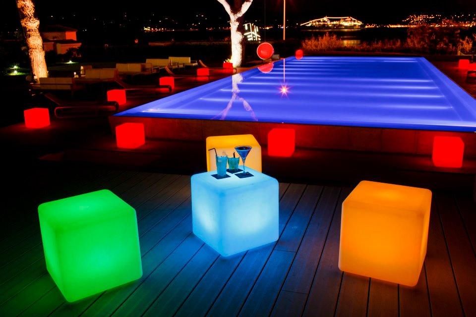 Projetado para enfrentar mau tempo, o cubo pode ser usado em casa ou ao ar livre