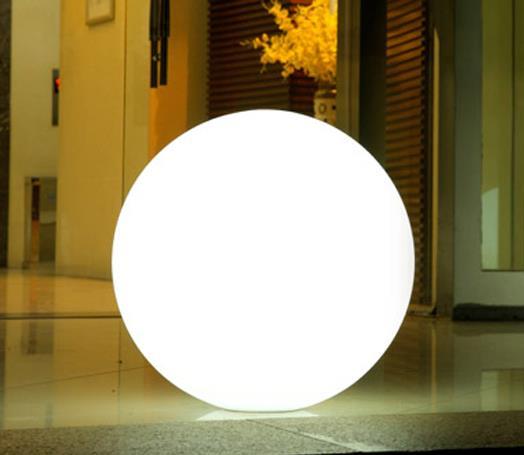 Luz branca com 3 intensidades, chegando à 1.600 tons, com RGB.