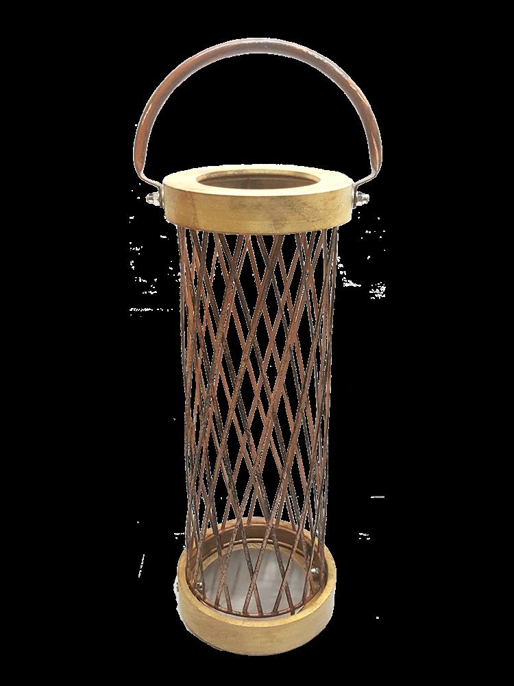 Lanternas confeccionadas em madeira natural.