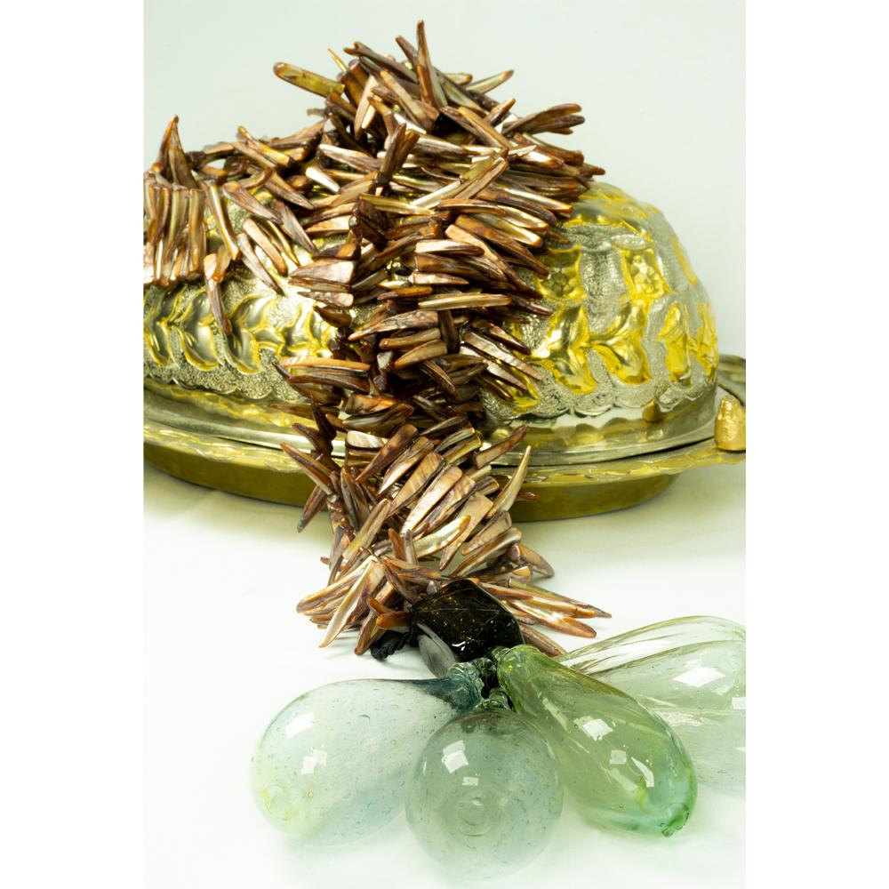 Colar de mesa da coleção madrepérola 3 voltas cor ambar acabamento em murano 5 gotas transparentes