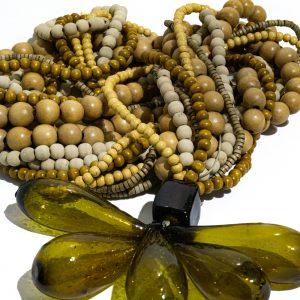 Colar de mesa da madeira da coleção brasilianista 6 fios cores da natureza acabamento 5 gotas de murano ambar