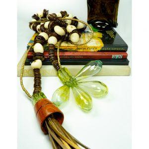Colar de mesa de sementes de jarina da amazônia commadeira 2,40 2 fios avabamento em murano, madeira e couro coleção brasilianista DSC06952