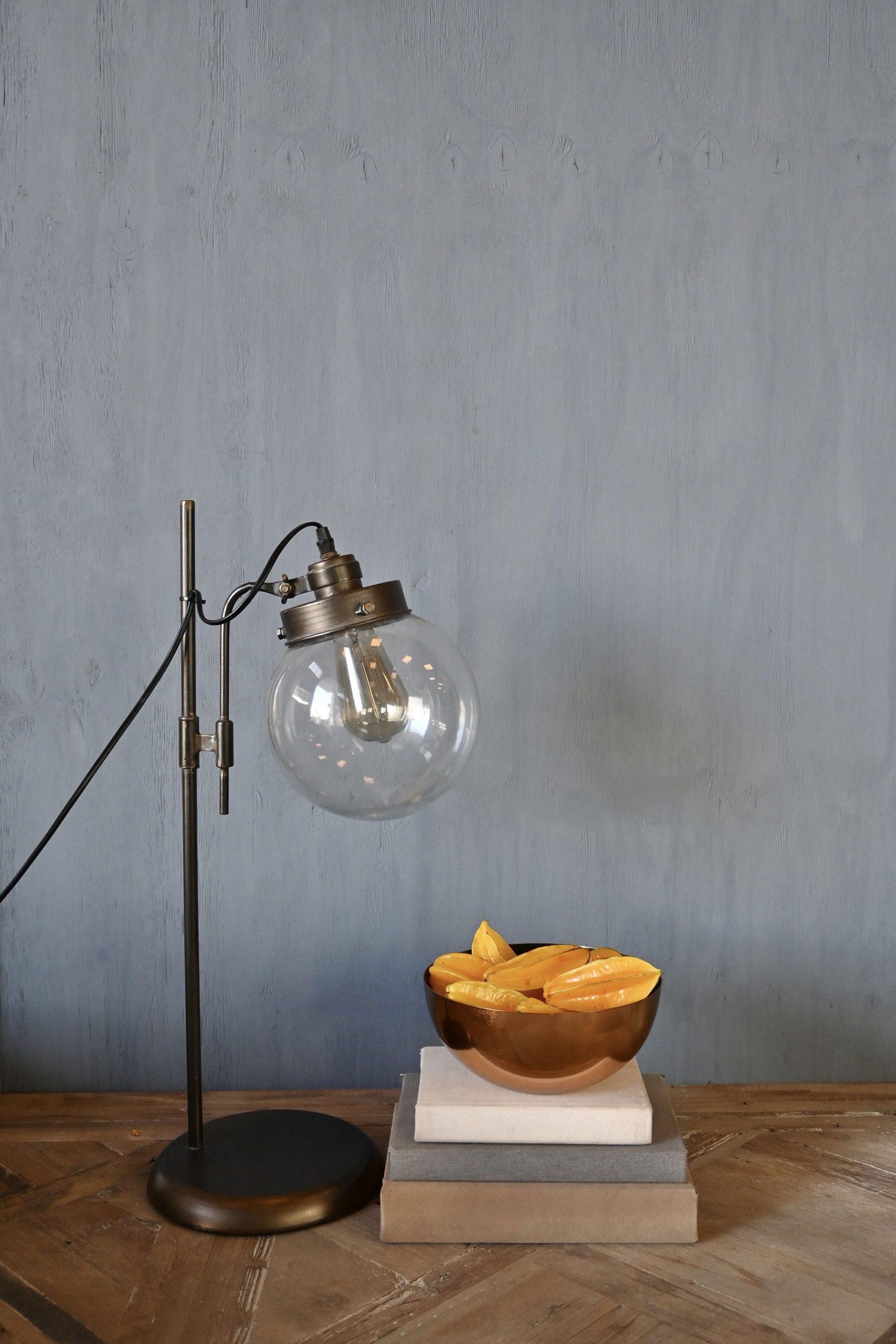 Luminária Industrial, Mesa de Demolição e Bowl Dourado