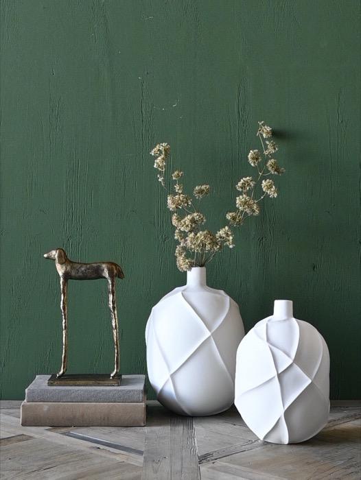 Vasos em cerâmica fosca branca com relevo