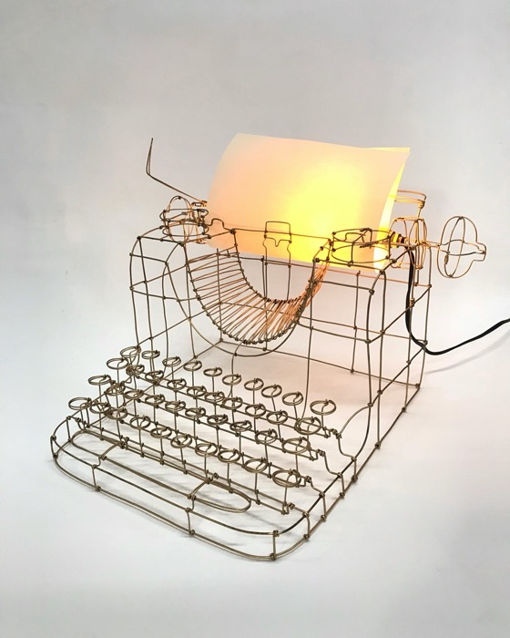 Máquina de escrever lado