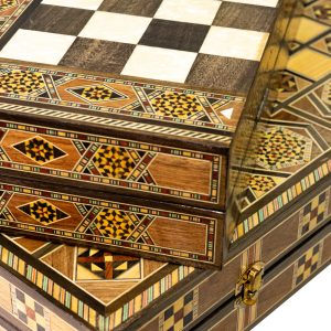 Jogos de gamão e xadrez com desenhos e tamanhos diferenciados DSC06754