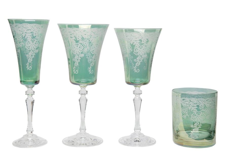 Taças e copos poloneses na cor verde com detalhes florais
