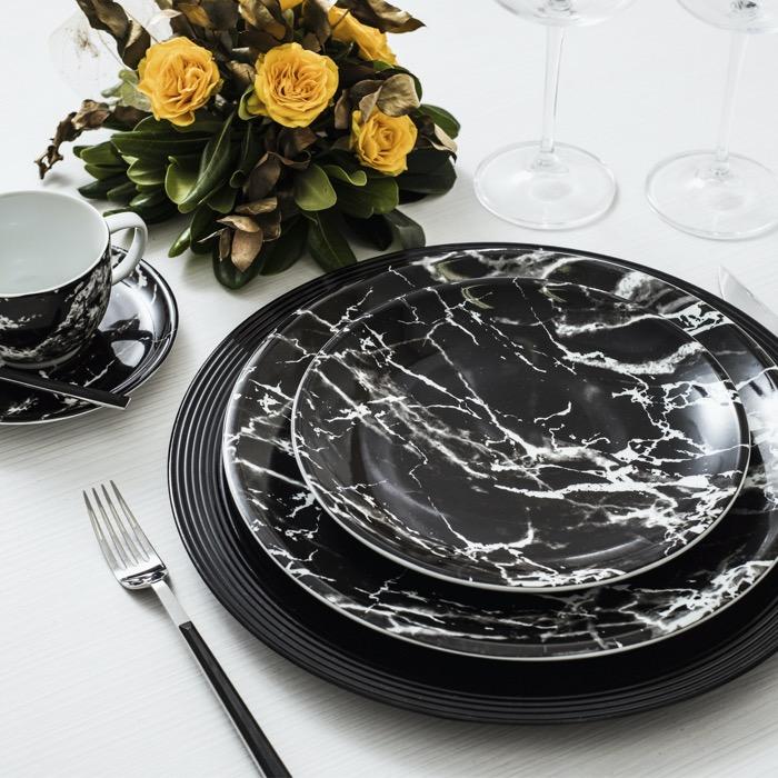 A decoração Ônix Negro é pura modernidade à mesa.