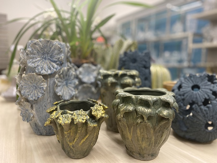 Foto ambientada do vaso de cerâmica