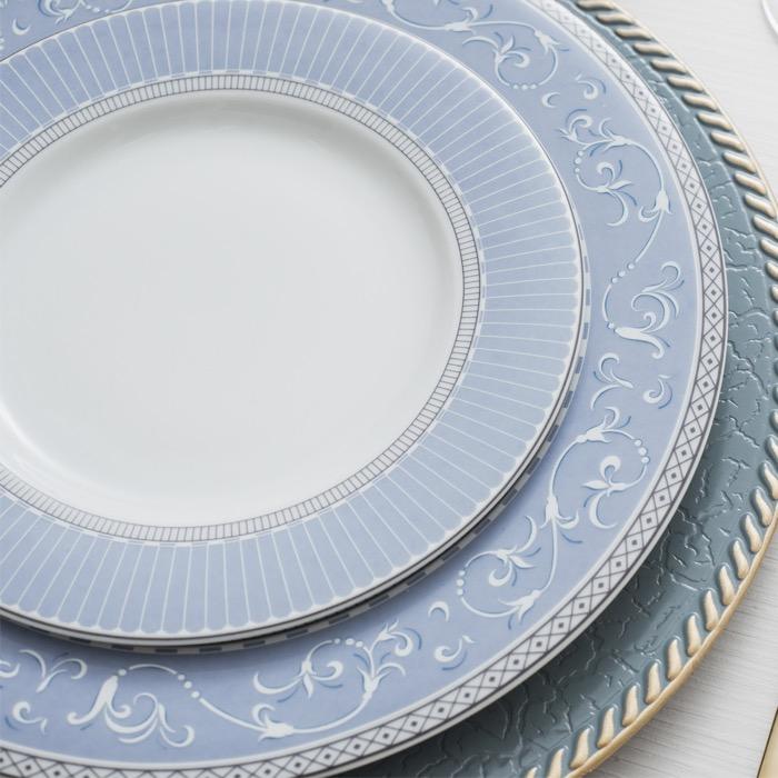 A decoração DIVA , mantém o brilho e a beleza da porcelana com detalhes de classe.