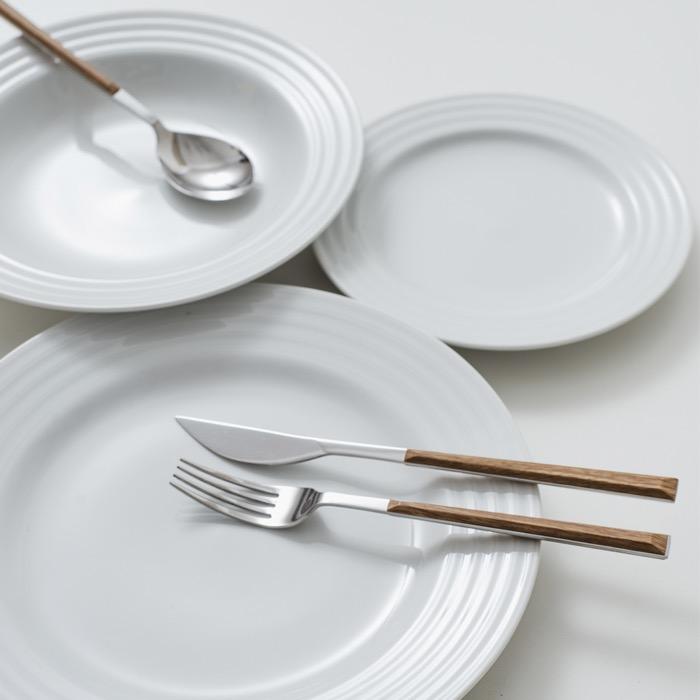 O minimalismo necessário para os pratos, combinando as linhas curvas com a beleza dos ingredientes.
