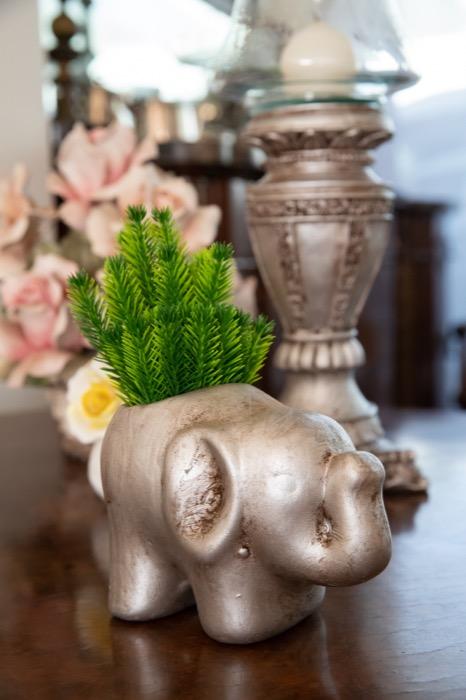 Elefante floreira e castiçal