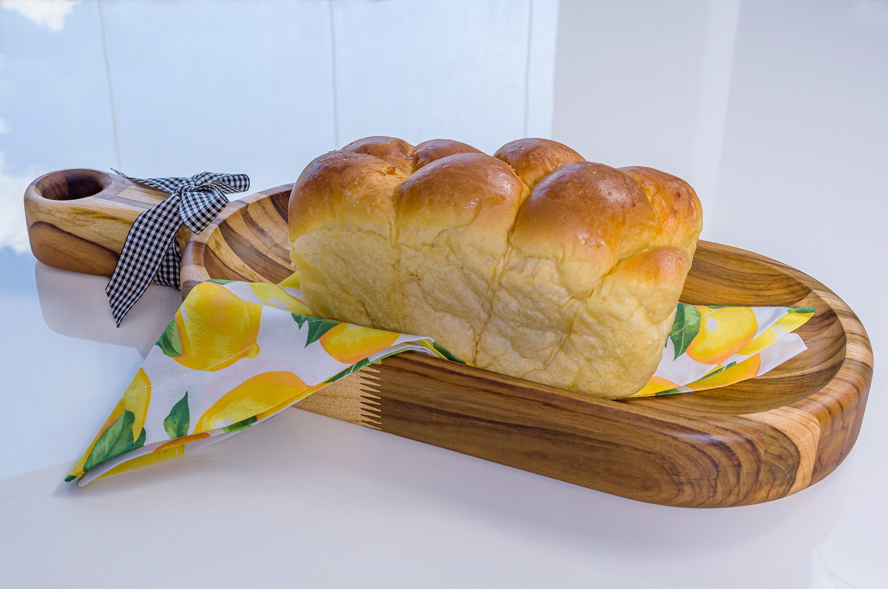 Gamela em Madeira Teca com pão