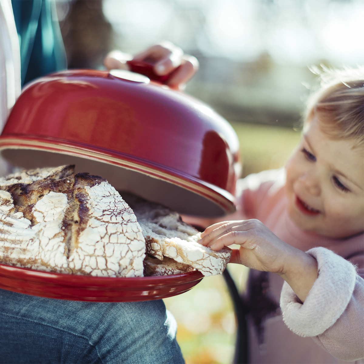Redescubra os prazeres de fazer pão caseiro, com receitas originais e simples.